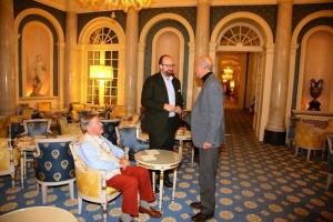 Le Prince Robert de Luxembourg -Château Haut Brion, Mr Aubert de Villaine du Domaine de la Romanée Conti et le journaliste Hugh Johnson -Villa d'Este Wine Symposium